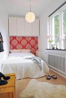 Quarto pequeno de casal decorado em apartamento
